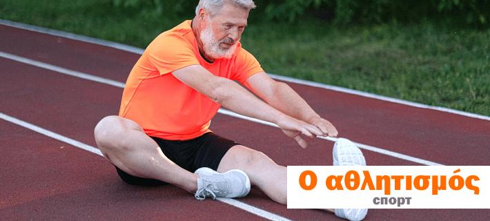 Взрослый мужчина занимается спортом
